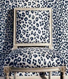 Sillas Chippendale, Leopard Wallpaper, Graphic Wallpaper, Print Wallpaper, Fabric Wallpaper, Leopard Chair, Leopard Room, Retro Home Decor, Take A Seat