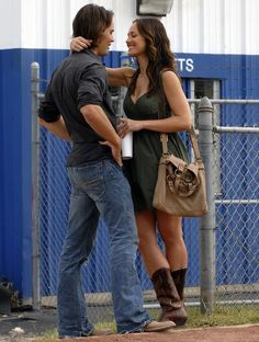 this will forever be my one of my favorite pictures. number one, tim riggins/taylor kitsch is the sexiest man alive. two, i want lyla's outfit SO badly. and finally, i just love minka kelly. i think she's gorgeous.