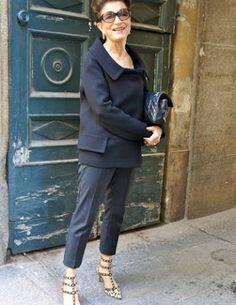 That's Not My Age: Style Icon: Costanza Pascolato Mature Women Fashion, Over 50 Womens Fashion, Fashion Over 40, 50 Fashion, Look Fashion, Fashion Outfits, Street Fashion, Vogue Brazil, Fast Fashion