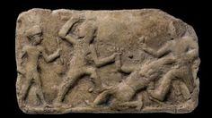 Handelskrieg: Terrakotta-Relief mit der Darstellung Gilgameschs und seines Freundes Enkidu im Kampf mit Humbaba, um 1700 vor Christus Pergamon Museum Berlin