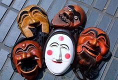 Different Hahoe masks, including the bride (center) and the fool (upper left).  Chung Sung-Jun / Getty Images