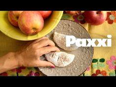 Από αυτά τα νηστίσιμα αρωματικά μηλοπιτάκια δεν μένει ούτε ένα! Μοσχομυρίζουν κανέλα και γαρύφαλλο, η γέμιση εμπλουτίζεται με καρύδια και σταφίδες. Mini Apple Pies, Sweet Dreams, Peach, Snacks, Fruit, Breakfast, Cake, Pastries, Food
