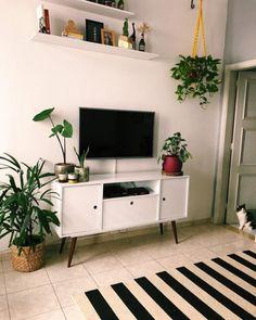 home decor retro attire Simple Living Room Decor, Home And Living, Home Decor Furniture, Diy Home Decor, Room Interior, Interior Design, Small Apartment Decorating, Simple Apartment Decor, Living Room Inspiration
