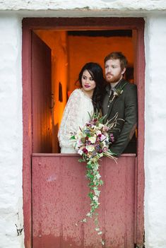 But after seeing this Irish-rustic inspired folk shoot, The Emerald Isle is high on our list of destinations to tie the knot.