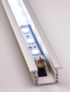 una striscia led inserita in un profilo alluminio