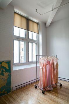 Les robes de couleur corail des demoiselles d'honneur