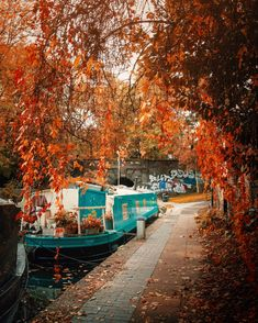 Regents Canal, London Boroughs, Autumn Aesthetic, London Calling, Baker Street, London Travel, London City, Paths, England