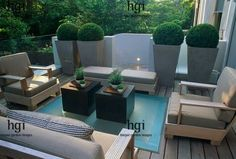 Modern city garden with chic seating area and stylish planters   #citygarden #moderngarden