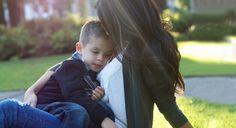 Los abrazos son una muestra de cariño y amor hacia tus hijos en la cual no debes escatimar nunca.