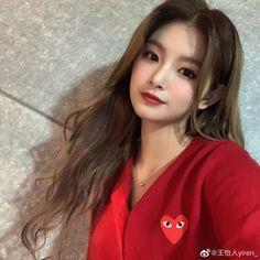 Kpop Girl Groups, Korean Girl Groups, Kpop Girls, Classy Makeup, Selca, Fandom, Yuehua Entertainment, Korean Girl Fashion, South Korean Girls