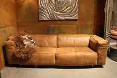 oude leren bank - Google zoeken Home Board, Couch, Google, Replay, Furniture, Home Decor, Settee, Decoration Home, Sofa