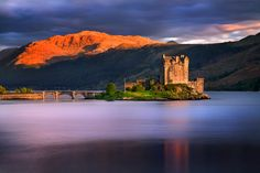 Eilean Donan Castle, close to the Isle of Skye. This Castle is on the main tourist route to the Isle of Skye, is one of the icons of Scotland and perhaps the most photographed castle in the whole country. By Stephen Emerson via 500px