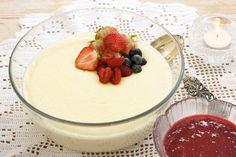 Semulepudding (bytter ut sukker og mandelessens med honning og vanilje)