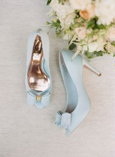 something blue, bridal shoes, pumps, bow | Photography: Sylvie Gil Photography