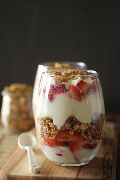 Make Ahead Strawberry Yogurt Parfaits
