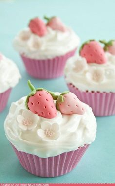"""Cutest Cupcakes EVER! """"Pretty Cupcakes with Strawberry Decoration. Classic vanilla cupcake filled with strawberry jam, topped with white meringue frosting & sweet pink strawberries & white flowers made out of gum paste. Pretty Cupcakes, Yummy Cupcakes, Cupcake Cookies, Vanilla Cupcakes, Sweet Cupcakes, Pink Cupcakes, Flower Cupcakes, Mocha Cupcakes, Gourmet Cupcakes"""