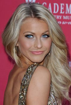 Julianne Hough Hair and Makeup at the 44th annual country music awards- beautiful!!