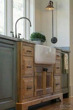 Love the exposed sink and the natural wood with the painted cabinets! #shabbychickitchencabinets