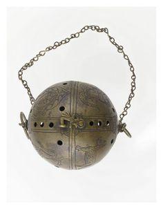 Chauffe mains armorié  - Musée national de la Renaissance (Ecouen)