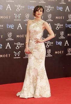 vestido largo fiesta en blanco - crema - beige - Natalia de Molina de Andrew GN y joyas de Carrera & Carrera en Los Goya 2014