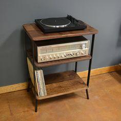 Kanso Hi Fi Station von deliafurniture auf Etsy Record Table, Record Crate, Record Player Cabinet, Record Player Stand, Lp Player, Hifi Stand, Steel Shelving Unit, Music Corner, Vinyl Record Storage