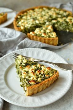 Spinach, ricotta and feta cheese quiche with parmesan pastry (spanakopita tart) (spinach egg muffins snacks) Quiche Recipes, Veggie Recipes, Brunch Recipes, Breakfast Recipes, Vegetarian Recipes, Cooking Recipes, Healthy Recipes, Vegetarian Tart, Cheese Recipes