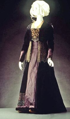 Tea gown, velvet & silk, ca. Dark grey-blue velvet and brocade dress with grey sateen panel down back & front of skirt. Long-sleeved bodice with detachable front trimmed with beads; Dark grey shot lace overskirt edged with beads. 1890s Fashion, Victorian Fashion, Vintage Fashion, Victorian Era, Modern Fashion, Paris Fashion, Fashion Art, Fashion Design, Fashion Trends