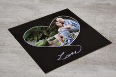 Idée cadeau Saint-Valentin : un carte personnalisée pour lui écrire un mot doux #smartphoto #idéescadeaux #saintvalentin #stvalentin Valentine's Day Quotes, Photo Book, Photos, Simple, Html, Images, Backgrounds, Custom Map, Greeting Cards