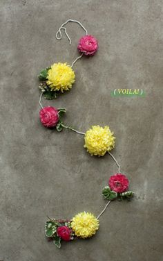 floral garland DIY (i might do this with paper flowers) Flower Crafts, Diy Flowers, Fabric Flowers, Paper Flowers, Fresh Flowers, Floral Garland, Flower Garlands, Paper Garlands, Fun Crafts