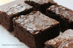 These paleo brownies are made with coconut flour and raw cacao powder. They are so yummy and melt in your mouth. These paleo brownies taste just like regular brownies Coconut Flour Brownies, Baking With Coconut Flour, Paleo Brownies, Coconut Flour Recipes, Coconut Oil, Healthy Cake Recipes, Healthy Treats, Baking Recipes, Paleo Cupcakes