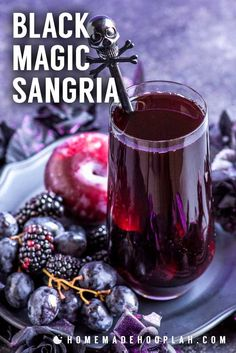This black magic drink is a purple punch mixed with blackberries, black grapes, and black plums. Can be made tart (like a witch!) or spellbindingly sweet. Alcohol Drink Recipes, Sangria Recipes, Cocktail Recipes, Purple Drinks Alcohol, Purple Cocktails, Dinner Recipes, Sangria Drink, Cocktail Drinks, Party Drinks