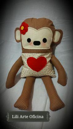 Naninha e porta pijamas Cutie Monkey Lili Arte Oficina, um mimo para a hora de dormir em algodão 100% e feltro, com abertura atrás para colocar o pijama e para facilitar a lavagem