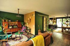 Je woonkamer interieur net even anders dan dat van anderen? Houd je van planten; natuurlijke, vintage en exotische spullen om je heen? Het zijn kenmerken van de bohemian-woonstijl. Lees hoe jij dit toepast in jouw woonkamer. #woonkamer #woonkamerinspiratie #woondecoratie #woonaccessoires #woonkamerstyling #woonkamerinrichting #woonkameridee #interieurinspiratie #huiskamer   Bron: @marjoleins_secondhand_interior