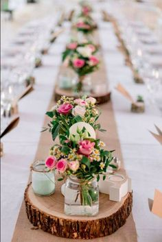 Cheap table decorations - 70 ideas that you can easily copy - dining room . - Cheap table decorations – 70 ideas that you can easily copy – Dining room – Dining table with - Cheap Table Decorations, Party Table Decorations, Cheap Centerpiece Ideas, Wood Slab Centerpiece, Flower Table Decorations, Table Party, Centerpiece Flowers, Decoration Party, Dinner Table