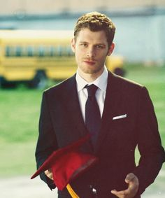 "WHAT IS AIR???? Klaus in 4x23 ""Graduation"""