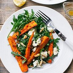 Roasted carrots with rucola, almonds and sheep cheese Vegetarian Recepies, Healthy Recepies, Raw Food Recipes, Salad Recipes, Cooking Recipes, I Love Food, Good Food, Cheap Easy Meals, Food Inspiration