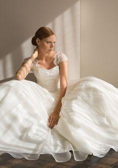 d87ecbda991 Couture wedding dress design by Stewart Parvin