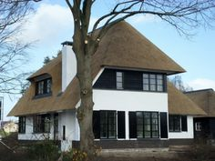 nieuwbouw villa - Google zoeken Dutch House, Holland, Thatched Roof, Classic Architecture, Mansions Homes, House Rooms, Exterior Design, Future House, Modern Farmhouse