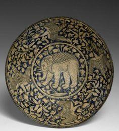 AN ILKHANID CERAMIC BOWL UNDERGLAZE-PAINTED WITH AN ELEPHANT, 13TH-14TH CENTURY, 22,5 CM