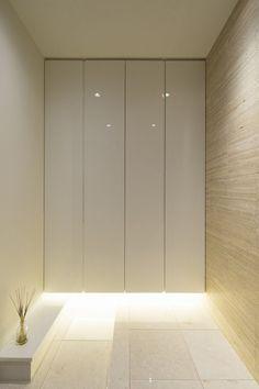Entrance Ways, House Entrance, Minimal Home, Hallway Lighting, Entry Hall, Minimalist Interior, Built In Storage, Apartment Interior, Contemporary Interior