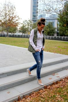 @Courtney Kerr-Smith has great style and great jeans. Her look is military chic thanks to this classic white blouse and army green vest.  #style #blogger #denim #fashion #chic #courtneykerr