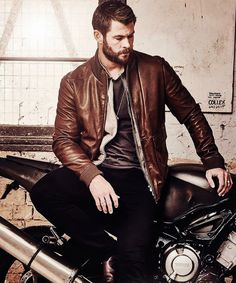 Chris Hemsworth   FOXTEL Magazine, Aug 2016