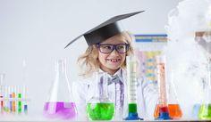 Recopilamos diez experimentos sencillos con objetos cotidianos que ayudarán a tus alumnos a aprender ciencias naturales mientras se lo pasan en grande.
