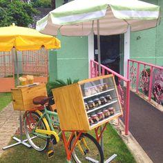 Ide gerobak unik untuk bisnis cake in jar Coffee Carts, Coffee Shop, Tulum, Foodtrucks Ideas, Bicycle Cart, Food Cart Design, Bakery Design, Mobile Food Cart, Bike Food