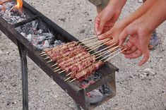 Arrosticini: An Abruzzo Tradition Bbq Grill, Grilling, Ancient Recipes, Steak Recipes, Outdoor Cooking, Healthy Cooking, Cooking Time, Street Food, Italian Recipes