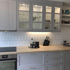Ikea Bodbyn Kitchen, Kitchen Island Ikea Hack, White Ikea Kitchen, One Wall Kitchen, New Kitchen, Kitchen Decor, Light Grey Kitchens, Black Kitchens, Home Kitchens
