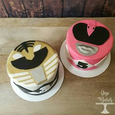 Pink and White Power Ranger Cakes to match the cookies! Gateau Power Rangers, Power Ranger Cupcakes, Power Rangers Birthday Cake, Power Ranger Cake, Pink Power Rangers, Power Ranger Party, Sons Birthday, 4th Birthday Parties, Birthday Ideas