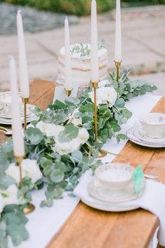 Wedding trend Urban Jungle and Go Local- Hochzeitstrend Urban Jungle und Go Local Wedding Trend Urban Jungle and Go Local High Top Table Kitchen, High Top Tables, Patio Bar Set, Pub Table Sets, Wedding Table Decorations, Decoration Table, Decor Wedding, Wedding Centerpieces, Wedding Trends