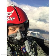 """Jeremy Renner - 9 g's with """"the wolf"""" @afthunderbirds #f16 #thunderbirds #usaf more to come!!  Many thanks !! pic.twitter.com/NAyWqryfJv"""