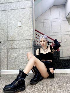 Yg Entertainment, South Korean Girls, Korean Girl Groups, Cool Girl, My Girl, Jenny Kim, Lisa Blackpink Wallpaper, Blackpink Memes, New Zealand